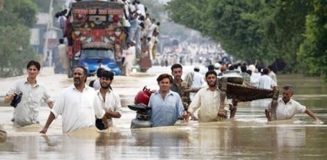 پاکستان کې موسمي بارانونو او سیلابونو له امله لسګونه کسان وژل شوي